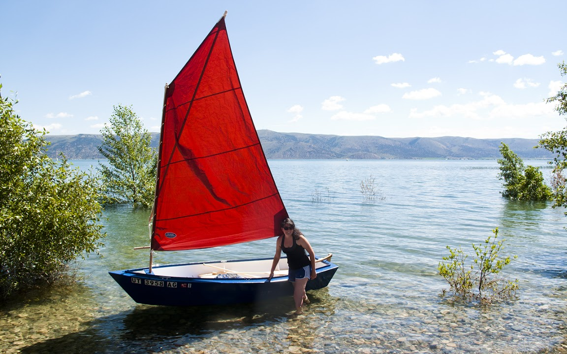 Semi Dory 11. [SD11] Flat bottom dory type dinghy. Oars, sail or ...