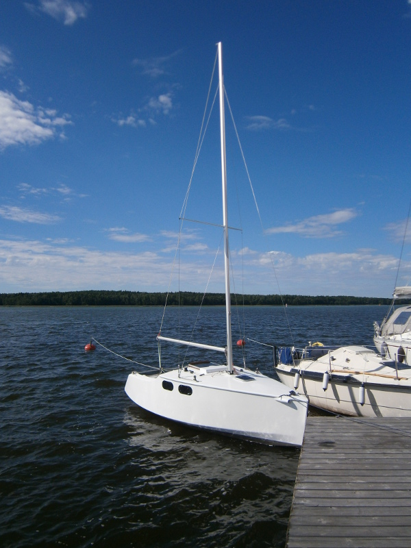 Vagabond 18. [VG18] A fast day sailor with cabin