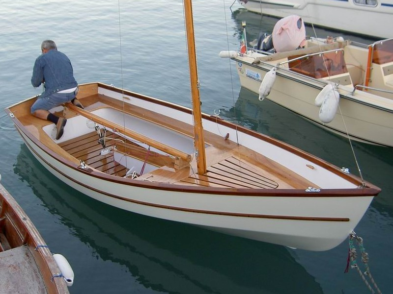 Argie 15. Plywood Sailing Dinghy